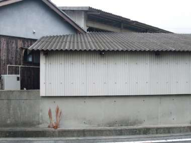 トタンの家