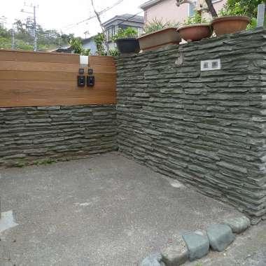 既存と新規が同居する門柱