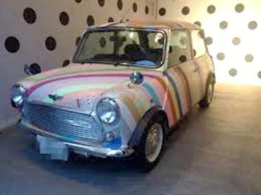デコレーションされた車