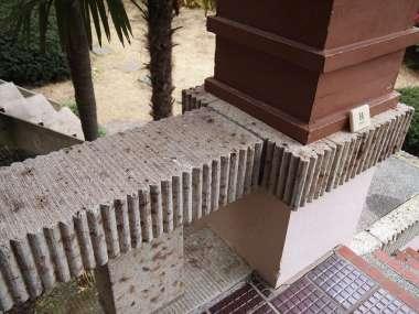 ポーチで使用されている大谷石