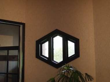 六角形の窓1